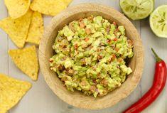 Zelf guacamole maken Guacamole, Healthy Salads, Healthy Eating, Mascarpone Dessert, Tomate Mozzarella, Aromatherapy Candles, Tapenade, Tortilla Chips, Chutney