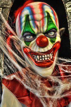 Joker Clown, Le Clown, Clown Mask, Clown Faces, Joker Art, Creepy Clown, Halloween Makeup Clown, Clown Makeup, Evil Clown Tattoos