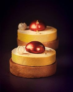 Mango and jasmine tart Fancy Desserts, Delicious Desserts, French Patisserie, Individual Cakes, Cake Shop, Plated Desserts, Food Plating, Food Art, Caramel