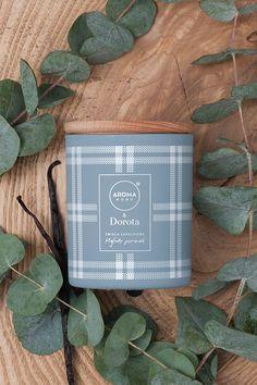 Lubicie poranne spacery po lesie? miękki mech i kropelki wody na wyłaniających się po deszczu pajęczynach.. Taki jest nasz mglisty poranek :) Zabierzcie go do domu i codziennie przenoście się do cudownie pachnącego lasu. Dodatkowo nuty eukaliptusa i wanilii sprawią, że tak jak my pokochacie nasz zapach z linii Aroma Home & Dorota
