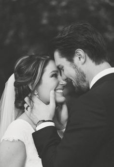 - The most important wedding photos for the day and 10 great tips wedding photography - Hochzeit - Fotografie Wedding Picture Poses, Wedding Poses, Wedding Photoshoot, Wedding Shoot, Wedding Couples, Wedding Ideas, Wedding Dresses, Dream Wedding, Wedding Hair