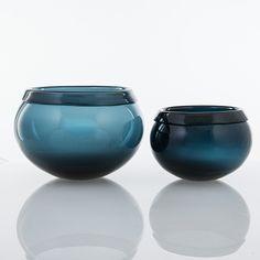 "TIMO SARPANEVA - Glass bowls ""Pantareuna"" for Iittala 1952, Finland. [Ø 16,5-22 cm, h. 12-15 cm] Glass Design, Design Art, Glass Bowls, Stockholm, Decorative Bowls, Smartphone, Finland, Crystals, Drinkware"