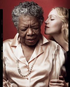 Maya Angelou & Madonna for the Vanity Fair Magazine Cover ~ Photo by Annie Leibovitz Annie Leibovitz Fotos, Anne Leibovitz, Annie Leibovitz Photography, John Lennon, David Lachapelle, Martin Parr, Famous Photographers, Portrait Photographers, Vanity Fair