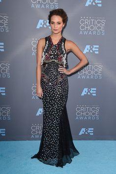 Pin for Later: Seht die Stars von einer anderen Seite bei den Critics' Choice Awards Alicia Vikander in Mary Katrantzou