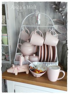 Mein Geschirrständer aus Schweden mit alice pink von Greengate bestückt! Cozy Kitchen, Barbie Dream House, Kitchenware, Household, Shabby Chic, Home Decor, Tea Set, Tea Time, Scandinavian