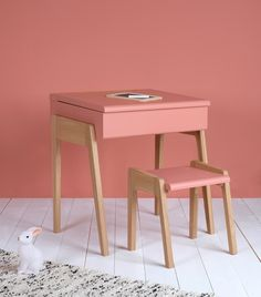 Bureau design rose My Little Pupitre - Jungle by Jungle Cute Furniture, Folding Furniture, Bureau Design, Modern Kids Desks, Kids Workspace, Pink Desk Chair, Childrens Desk, Toddler Table, Wrought Iron Patio Chairs