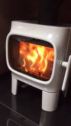 Jotul F105 white burning on Vimeo