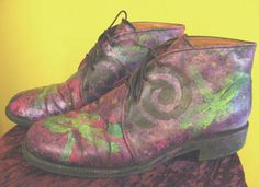 purple painted leather boots, wearable art shoes, art textiles decorated shoes, shoes with painted effects, sponging on shoes with acrylic paints, glitter paint