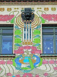 """Decorazioni della """"majolikahaus"""" di Otto Wagner, Vienna"""