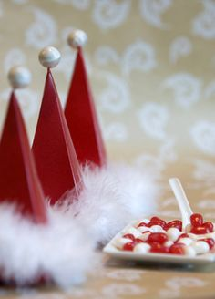 Make-your-own favor boxes, Santa style...