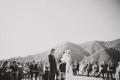 """El """"photocall"""" siempre es una excelente idea al momento de celebrar una boda. SZ Eventos presenta a continuación una inspiración que como punto principal tendrá una galería al estilo POLAROID lleno de personalidad y toques vintage. Lo mejor para las parejas más cool."""