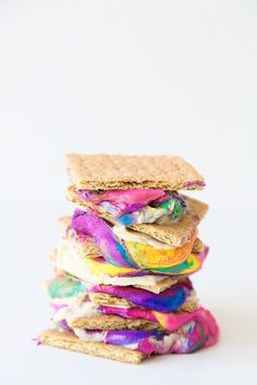 Make colorful tie dye s'mores with homemade rainbow marshmallows!