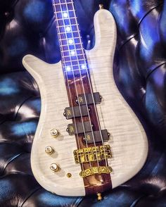 Streamer Stage I with AAA flamed Maple body wood and white transparent HP finish…