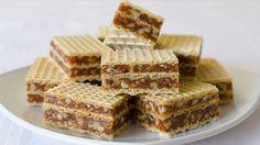 Prajitura in 5 minute cu foi de napolitane Mini Desserts, No Bake Desserts, Just Desserts, Romanian Desserts, Romanian Food, Vegan Sweets, Sweets Recipes, Waffle Cake, Serbian Recipes