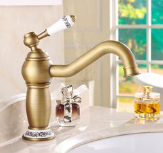 61.95$  Watch here - http://aliks4.worldwells.pw/go.php?t=2031969987 - Elegance Single Handle Bathroom Mixer Tap Antique Brass Sink Faucet