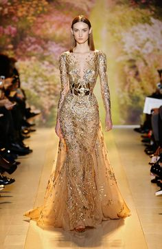 fashion dresses Finishing up Paris Fashion Week with glitz and glamour, celebrity favourite designer Zuhair Murad stole the show with his stunning couture. Seen as the new Ellie Saab, Zuhair Murad, Jw Moda, Couture Dresses, Fashion Dresses, Runway Fashion, Fashion Show, Travel Fashion, Fashion Spring, Paris Fashion