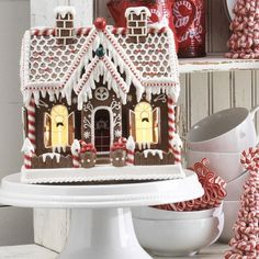 NEW Raz 11 Lighted Realistic Gingerbread House Christmas Decoration 3719150 White Gingerbread House, Cool Gingerbread Houses, Gingerbread Christmas Tree, Gingerbread House Designs, Gingerbread Cookies, Christmas Cookies, Christmas Desserts, Unique Christmas Decorations, Christmas Tree Themes