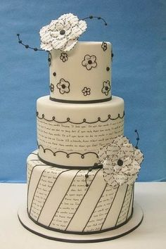 Such pretty cakes. I love the one with text. Would be great with HP text on it. *If Only*