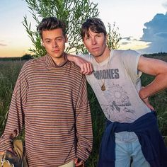 Harry Styles Daily @HSDAlLY Harry and Ryan McGinley behind the scenes of his Another Man shoot in Botany Bay, Kent. #HappyBirthdayHarry