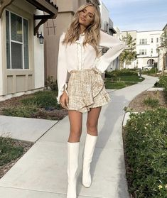 Summer Outfit Amanda Stanton looking flawless in a darling ruffled skirt and White retro booties check out the link below for a look alike! Modest Winter Outfits, Girly Outfits, Mode Outfits, Classy Outfits, Spring Outfits, Fashion Outfits, Womens Fashion, Trendy Outfits, Fashion 2016