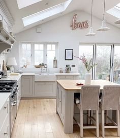 Convivial tutored kitchen renovation tips hop over to this website Kitchen Room Design, Kitchen Family Rooms, Living Room Kitchen, Kitchen Layout, Home Decor Kitchen, Kitchen Interior, Home Kitchens, Open Plan Kitchen Dining Living, Kitchen Diner Extension