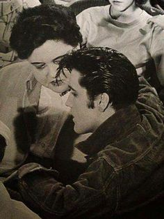 "Elvis and Gladys./""Gladys Presley and her son Elvis during a break from… Elvis Presley Family, Elvis Presley Photos, Elvis And Priscilla, Lisa Marie Presley, Priscilla Presley, Rock And Roll, Young Elvis, Memphis Tennessee, Graceland"
