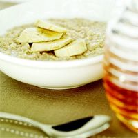 6 pack abs peanut butter banana oatmeal and other power foods breakfast ideas.  Pass or fail? http://hopestudios.blogspot.com/2012/01/6-pack-abs-oatmeal-pinterest-pass-or.html