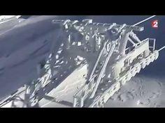 La neige recouvre les stations de ski et la montagne :superbe!!