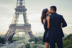 Kiss at Eiffel Tower