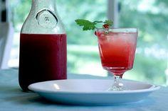 お酒が苦手な人もお酒の席でお茶やジュースじゃ味気ないですよね。でもノンアルコールカクテルを味方につければ自分もお酒の席の気分を楽しめるし、周りにも気を使わせることも減ります。見た目も爽やかなノンアルコールカクテルをご紹介します♪