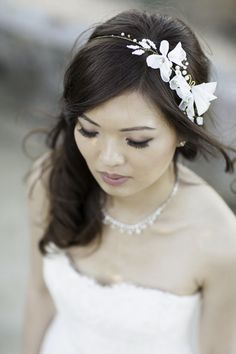 Love this headpiece.  Northern California Fall wedding | Photo by Scott Clark Photo | Read more - http://www.100layercake.com/blog/?p=72851