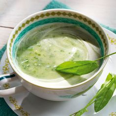 Creamy potato and sorrel soup The post Creamy potato and sorrel soup appeared first on Woman Casual. Creamy Pasta Recipes, Wonton Recipes, Easy Casserole Recipes, Soup Recipes, Recipes Dinner, Sorrel Soup, Cucumber Tea Sandwiches, Traditional Italian Dishes, Soup Appetizers