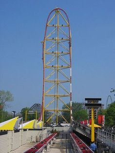 Top Thrill Dragster is located within Cedar Point. Scary Roller Coasters, Cool Coasters, Best Amusement Parks, Amusement Park Rides, Universal Studios, Cedar Point Ohio, Parc A Theme, Sandusky Ohio, Fair Rides