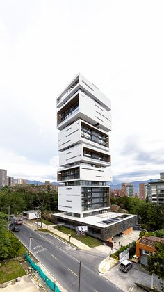 A playful display of rectangular prisms, Energy Living Building in Medellin. Facade Architecture, Residential Architecture, Amazing Architecture, Contemporary Architecture, Building Elevation, Building Facade, Building Design, Future Buildings, Unique Buildings