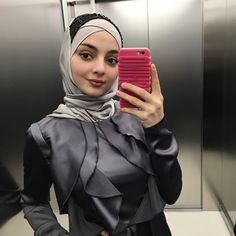 Celebrity Fashion Outfits, Celebrity Style, Hijab Fashion, Makeup Looks, Celebrities, How To Make, Celebs, Hijab Styles, Make Up Looks