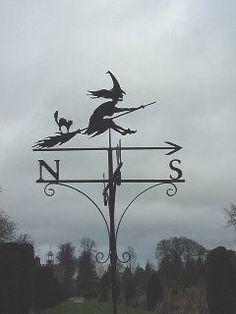 Magick Wicca Witch Witchcraft: A Witch weather vane. Fröhliches Halloween, Holidays Halloween, Vintage Halloween, Halloween Decorations, Halloween Projects, Halloween Design, Magick, Witchcraft, Wiccan
