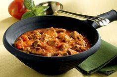 Cerchi un secondo piatto saporito da preparare? Prova il cinghiale in umido: scopri la ricetta su Sale&Pepe.