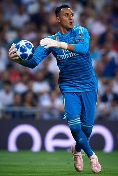Keylor Navas of Real Madrid in action during the Group G match of the UEFA Champions League between Real Madrid and AS Roma at Bernabeu on September 2018 in Madrid, Spain. Get premium, high resolution news photos at Getty Images Ronaldo Real Madrid, Navas Real Madrid, Real Madrid Football Club, Real Madrid Players, Buffon Goalkeeper, Fotos Real Madrid, Real Madrid Wallpapers, Fcb Barcelona, Nba Fashion
