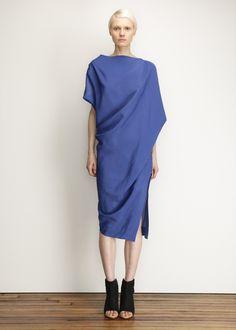 The perfect blue dress by Vivienne Westwood. Fashion 2020, Love Fashion, Fashion Beauty, Fashion Outfits, Fashion Design, Xiao Li, Cocktail Outfit, Vivienne Westwood Anglomania, Professional Outfits
