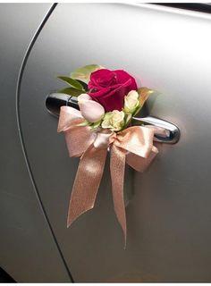FloralMagic_Mini posies with ribbons for the door Hochzeitsauto Wedding Tags, Diy Wedding, Wedding Flowers, Dream Wedding, Decor Wedding, Wedding Car Ribbon, Wedding Favors, Bridal Car, Wedding Car Decorations