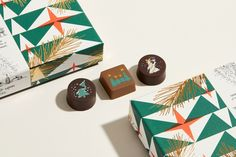 Discover the rebranding of Belgian pastry maker Debailleul. A brand story, strategy and packaging design reflecting the spirit of dedication and innovation. Brand Packaging, Packaging Design, Food Packaging, Japan Package, Japanese Christmas, Chocolate Brands, Chocolate Packaging, Pin Logo, Branding