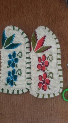 This Pin was discovered by Şaz Crochet Slippers, Diy And Crafts, Crochet Patterns, Knitting, Create, Stuff To Buy, Craft, Tunisian Crochet, Hairstyle Man