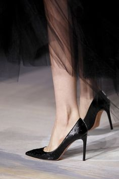 Explore the world of Valentino for women. Shop all accessories, including Valentino bags and shoes at Farfetch. Fashion Details, Look Fashion, Fashion Shoes, Fashion Goth, Shoe Boots, Shoes Heels, Stiletto Heels, Valentino Couture, Valentino Pumps