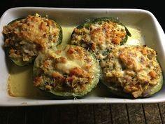 Zapallitos rellenos con pollo Comidas Paleo, Baked Potato, Zucchini, Healthy Living, Food And Drink, Pasta, Lunch, Healthy Recipes, Baking