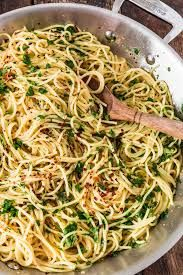 This post is sponsored by Dorot. Who knew something as simple as this Spaghetti Aglio Olio e Peperoncino could taste so good? Made with lots of extra virgin olive oil, garlic (no need for peeling and Spaghetti Aglio Olio Recipe, Aglio E Olio Recipe, Pasta Aglio E Olio, Spaghetti Recipes, Aglio Olio E Peperoncino Recipe, Light Pasta Recipes, Food Network Recipes, Cooking Recipes, Healthy Recipes