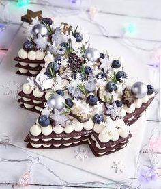 Recipe number cake easy to make - Amourducake Number Birthday Cakes, Number Cakes, Christmas No Bake Treats, Christmas Desserts, Christmas Tree Cake, Cake Decorating Videos, Tree Cakes, Xmas Cookies, Slab Cake