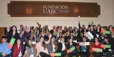 Entrega Fundación UABC becas y equipos de cómputo