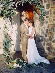 Arch inspiration - ceremony decor - wedding flowers Photo credit: Orange Photographie