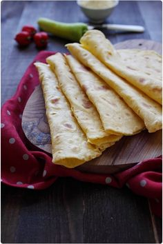 Les tortillas à la farine de maïs, contrairement au tortillas de blé, sont plus délicates à réaliser car la pâte est fragile. Il faut donc faire attention