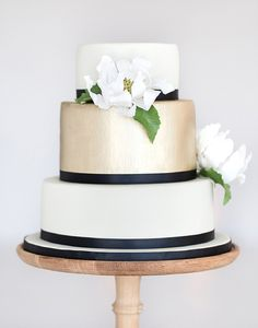 Polished and pretty, just like this Summery Chic Wedding Day. This lovely, neutral cake was done by Roxanne Floquet.